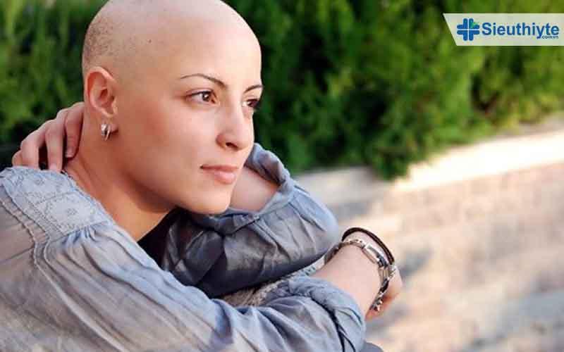 Rụng tóc là tác dụng phụ của xạ trị ung thư