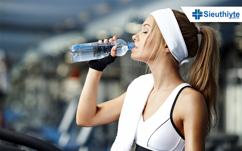 Vì sao nên cẩn thận khi tập gym mùa nắng nóng