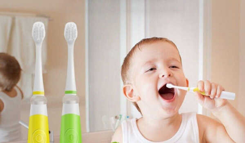 Bàn chải điện giúp bé dễ dàng vệ sinh răng miệng hơn, giúp bảo vệ răng miệng tốt hơn và phòng tránh những bệnh về răng miệng hay gặp ở trẻ nhỏ
