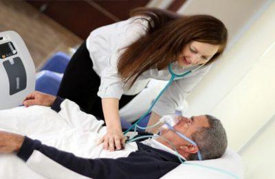 Bằng việc cung cấp lượng oxy tinh khiết từ 90% trở lên, máy trợ thở cho người già giúp cải thiện sức khỏe, nhanh chóng phục hồi thể lực và tinh thần