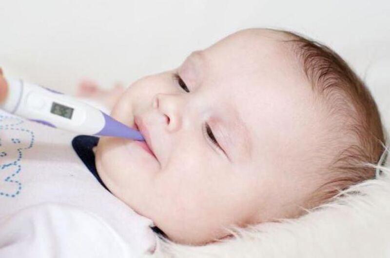 Nhiệt kế điện tử cần cho kết quả nhanh chóng giúp bạn đo nhiệt độ cho bé một cách dễ dàng