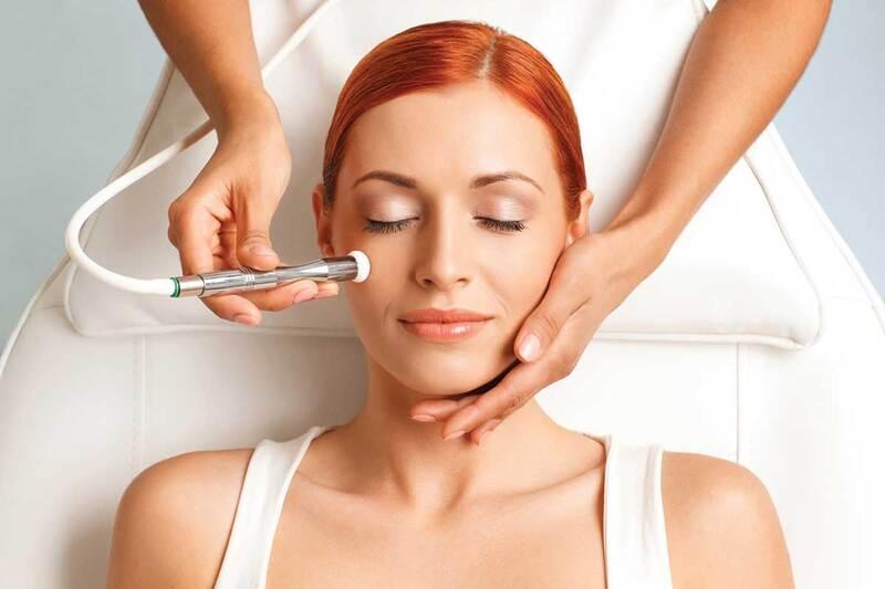 Máy massage mặt có nhiều ưu điểm tuyệt vời hơn hẳn cách chăm sóc da truyền thống
