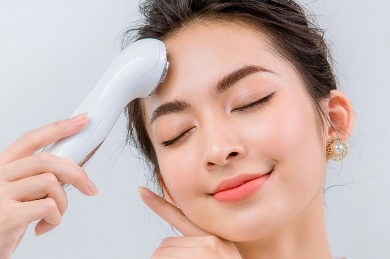 Review máy massage mặt cầm tay: Top 7 máy giúp trẻ hoá da