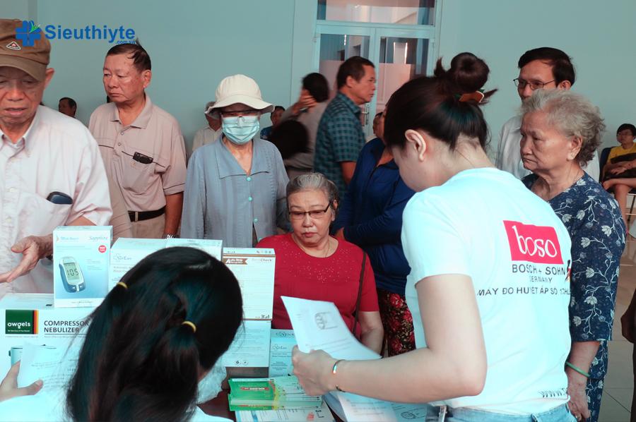 Siêu Thị Y Tế tổ chức đo đường huyết miễn phí cho hội viên CLB tiểu đường Gò Vấp